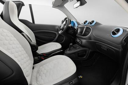 Smart Fortwo Cabrio 453 Innenansicht Fahrer und Beifahrersitz statisch