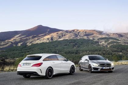 Mercedes-AMG A 45 X117 Aussenansicht Front Heck schräg statisch weiß silber