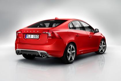 Volvo S60 F Aussenansicht Heck schräg statisch Studio rot