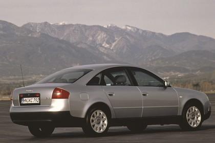 Audi A6 Limousine C5 Aussenansicht Heck schräg statisch silber
