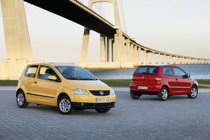 VW Fox 5Z Aussenansicht Front Heck schräg statisch gelb rot