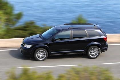 Fiat Freemont JC Aussenansicht Seite schräg dynamisch dunkelblau