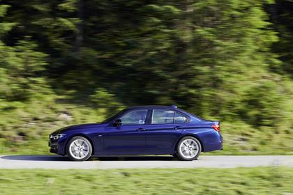 BMW 3er Limousine F30 Aussenansicht Seite dynamisch blau