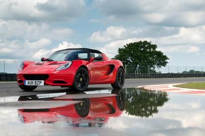 Lotus Elise CR 3 Aussenansicht Front schräg statisch rot
