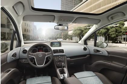 Opel Meriva B Innenansicht Fahrerposition Panoramadach statisch hellgrau