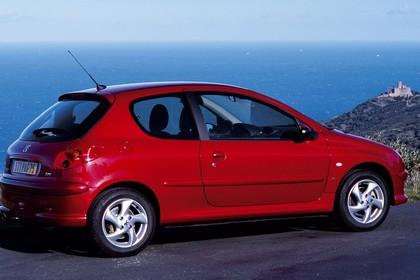Peugeot 206 Dreitürer Aussenansicht Seite schräg statisch rot