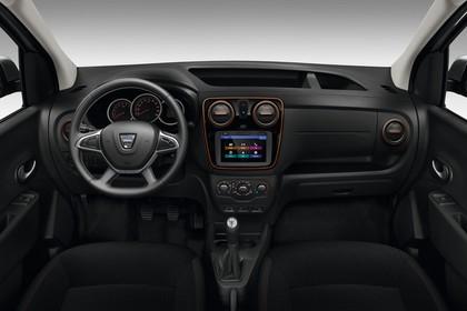 Dacia Dokker Stepway SD Innenansicht statisch Studio Vordersitze und Armaturenbrett