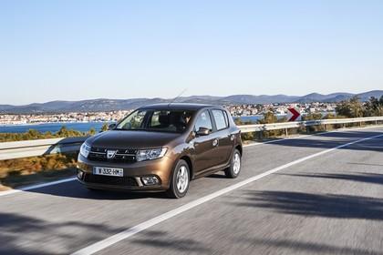 Dacia Sandero Aussenansicht Front schräg dynamisch braun