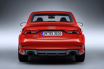 Audi RS3 Aussenansicht Hinten Studio statisch rot