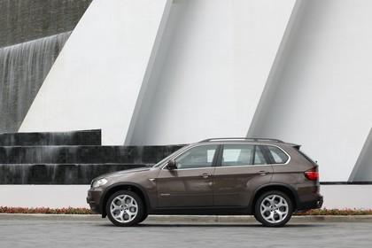 BMW X5 E70 LCI Aussenansicht Seite statisch braun