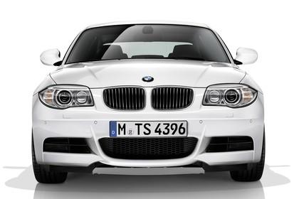 BMW 1er Coupé E82 LCI Aussenansicht Front statisch Studio weiss
