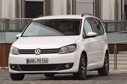 VW Touran 1T Facelift Aussenansicht Front schräg statisch weiss