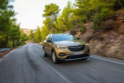 Opel Grandland X Z Aussenansicht Front schräg dynamisch gelb
