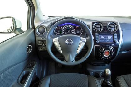 Nissan Note E12 Innenansicht statisch Vordersitze und Armaturenbrett