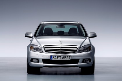 C-Klasse Limousine W204 Studio Aussenansicht Front statisch silber