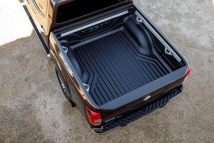 Nissan Navara Double-Cab D231 Aussenansicht Heck schräg erhöht statisch detail Ladefläche braun