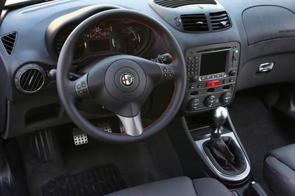 Alfa Romeo 147 Fünftürer 937 Innenansicht Fahrersicht statisch schwarz