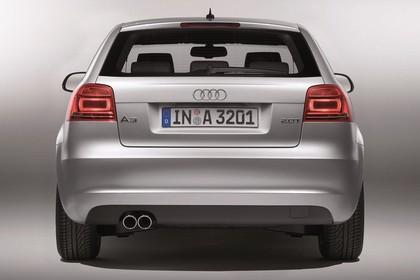 Audi A3 8P 3türer Aussenansicht Heck Studio statisch silber