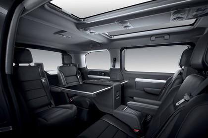 Peugeot Traveller V Innenansicht statisch Studio Innenraum