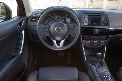 Mazda CX-5 KE Innenansicht statisch Fahrersitz und Armaturenbrett fahrerseitig