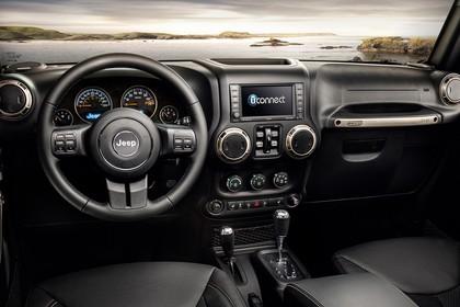Jeep Wrangler Unlimited JK Innenansicht Armaturenbrett statisch