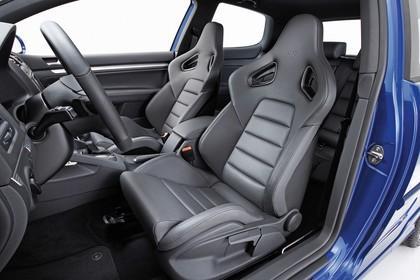 VW Golf 5 R Dreitürer Innenansicht statisch Studio Lenkrad und Vordersitze fahrerseitig