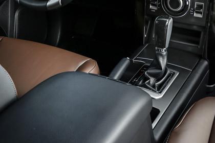 Toyota Land Cruiser J15 Innenansicht Detail statisch schwarz braun MIttelkonsole