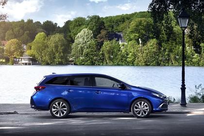 Toyota Auris Touring Sports E18 Aussenansicht Seite statisch blau