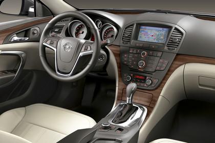 Opel Insignia G09 Sports Tourer Innenansicht Beifahrerposition Studio statisch beige