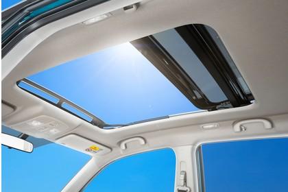 Suzuki Vitara 2 LY Innenansicht statisch Detail Panoramadach
