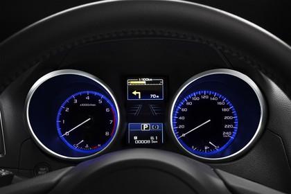 Subaru Outback Innenansicht statisch Studio Detail Tacho
