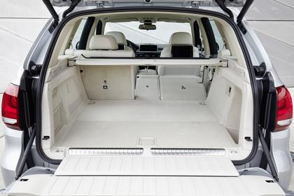 BMW X5 Facelift Innenansicht Kofferraum 2/3 umgeklappt statisch beige