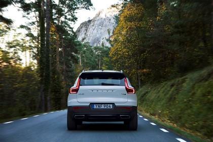 Volvo XC40 Aussenansicht Heck dynamisch weiss