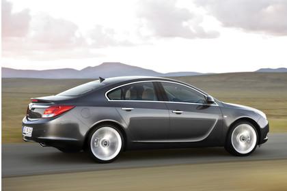 Opel Insignia A  Aussenansicht Seite dynamisch grau