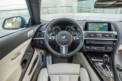 BMW 6er Coupe F13 Innenansicht Fahrerposition statisch beige