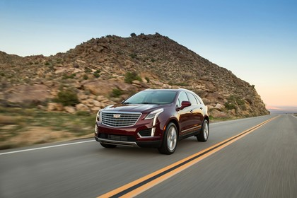 Cadillac XT5 C1XX Aussenansicht Front schräg dynamisch rot