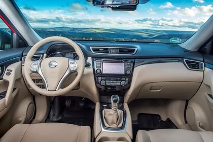 Nissan X-Trail T32 Innenansicht statisch Vordersitze und Armaturenbrett