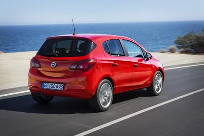 Opel Corsa E Fünftürer Aussenansicht Heck schräg dynamisch rot
