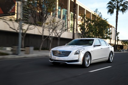 Cadillac CT6 Limousine Aussenansicht Front schräg dynamisch weiss