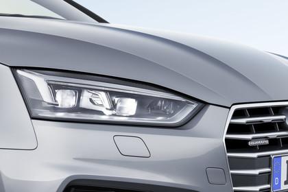 Audi A5 Coupe Aussenansicht Detail LED Scheinwerfer statisch silber