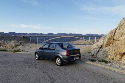 Dacia Logan Limousine Aussenansicht Hecl schräg statisch grau