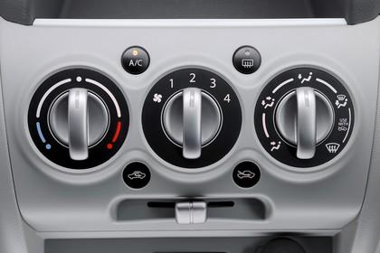 Nissan Pixo HF Innenansicht Detail Klimaanlage statisch grau