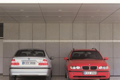 BMW 3er Limousine Touring E46 LCI Aussenansicht Heck Front statisch silber rot