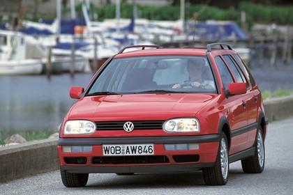 VW Golf 3 Variant 1H Aussenansicht Front schräg statisch rot
