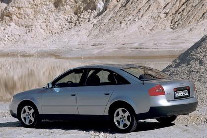 Audi A6 Limousine C5 Aussenansicht Seite schräg statisch silber