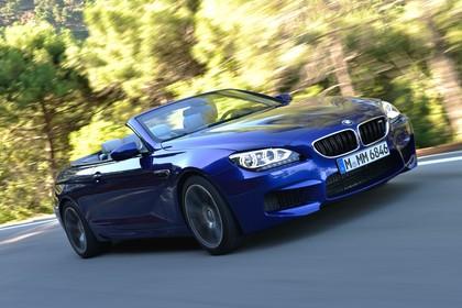 BMW M6 Cabrio F12 Aussenansicht Front schräg dynamisch blau
