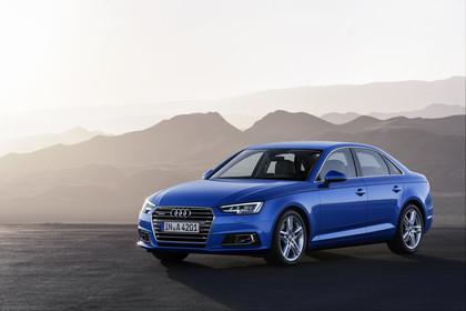 Audi A4 Limousine B9 Aussenansicht Front schräg statisch blau