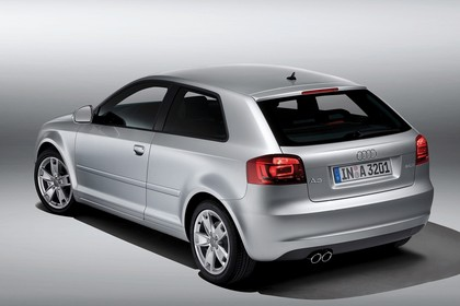 Audi A3 8P 3türer Aussenansicht Heck schräg erhöht Studio statisch silber