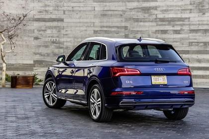Audi Q5 FY Aussenansicht Heck schräg statisch dunkelblau