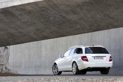 Mercedes-Benz C-Klasse T-Modell S204 MoPf Aussenansicht Heck schräg statisch weiss
